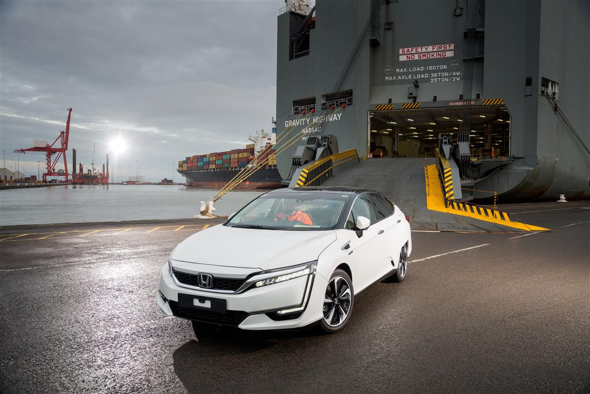 100082 First Honda Clarity Fuel Cell Arrives in Europe